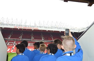 25 very happy players landed in Manchester to meet Kevin and our 2 coach drivers for the duration of the trip. A short bus trip to the Village Hotel, our home for the next 7 nights to check in and meet for our pre-trip briefing. A jam packed schedule was about to kick off and the boys were prepared with timings, kit to wear and a few words of professionalism, teamwork and ownership to take on board.
